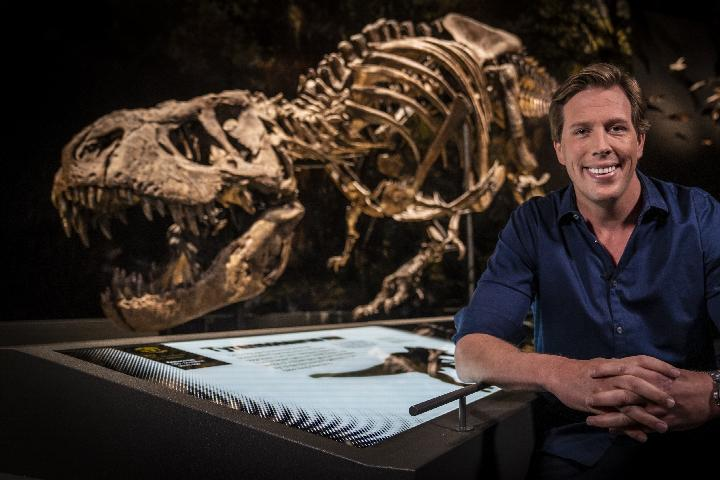 Prof. dr. Freek Vonk met T. rex Trix in Naturalis
